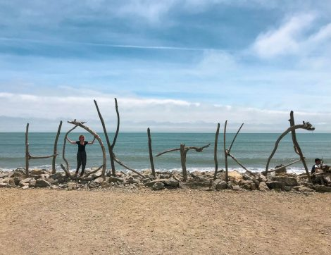 Hokitika-kyltti rannalla