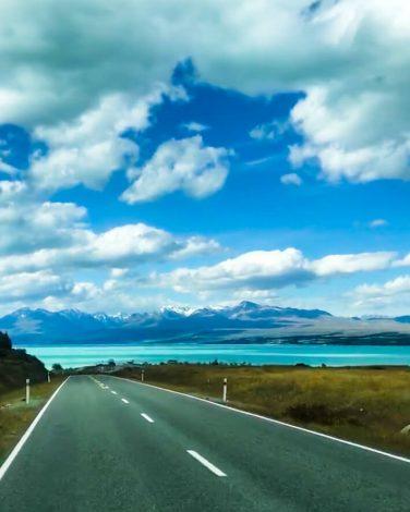 Tie, pukaki-järvi ja vuoret, Uusi-Seelanti.