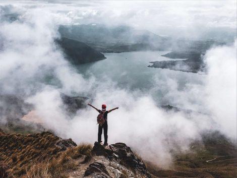 tonttulakkipäinen vaeltaja Roys Peak -vuorella Wanakassa.