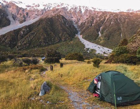 Telttailija luonnon helmassa, Uusi-Seelanti.