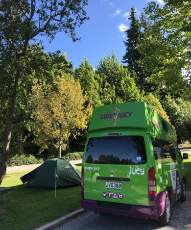 Jucy-campervan Wanakan leirintäalueella.