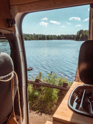 retkeilyautosta avautuva maisema Saimaa-järvelle.