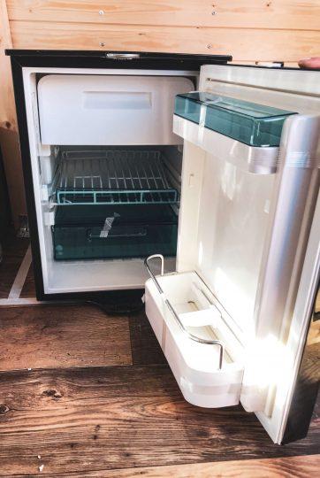 Dometic 12v -jääkaappi.