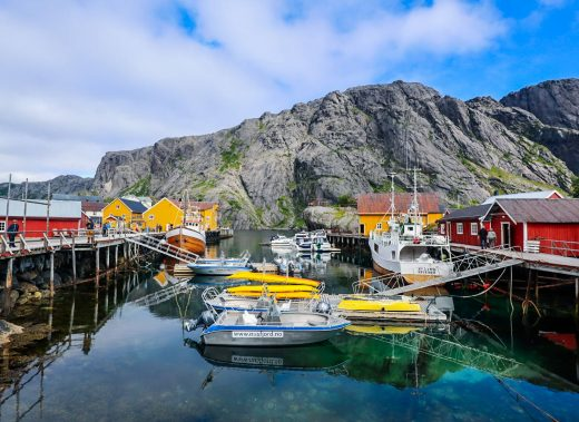 Nusfjordin sataman kalastusveneitä.