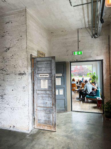 Trevarefabrikken -ravintola sisältä kuvattuna.