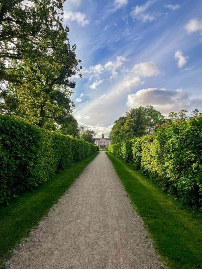 Tullgarnin linnan puutarhaa.